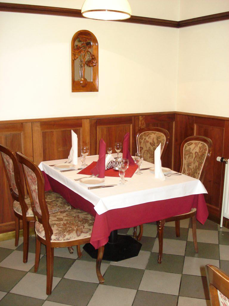 Столик в ресторане 3